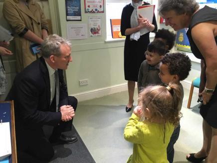 Luton Peep - Education Secretary Damian Hinds talking to children